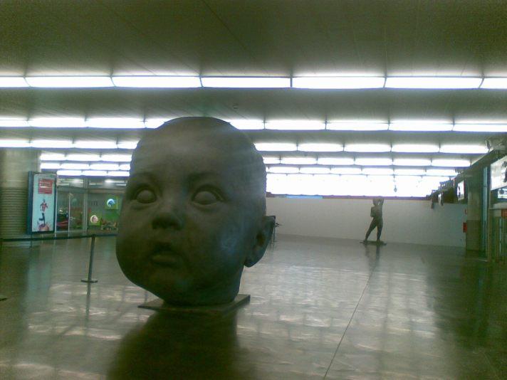 """""""Dia"""", instalada en el andén de llegadas del AVE."""
